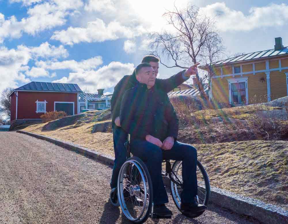 Gefährliche Stürze im Alter vermeiden Hilfsmittel Wheellator